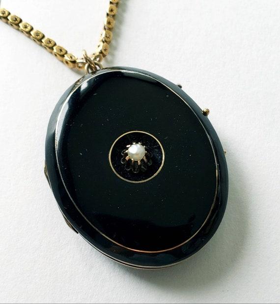 Victorian enamel locket | black enamel locket | an
