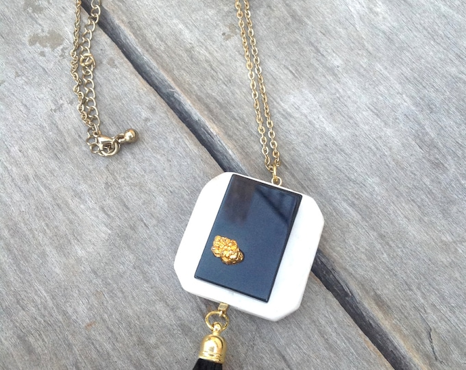 BEAUTIFUL Handmade Celebrity Necklace, Mod, ONYX, Choker, Bohol, Runway, Chanel, Statement, Sexy, Unique, Square, Gold (A nod to Chanel)