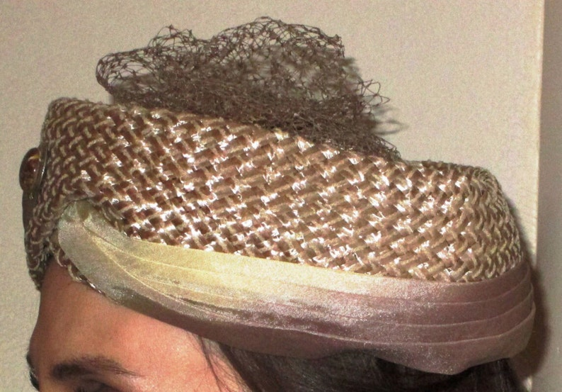 Straw adorned wCream colored SatinSateen Ribbon Very Elegant VINTAGE Hat Tulle /& a Beautiful Marbleized Stone in neutral colors