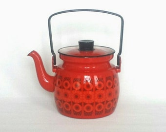 Beautiful red Arabia Finel Kaj Franck Design Enamel teapot Daisy series Made in Finland