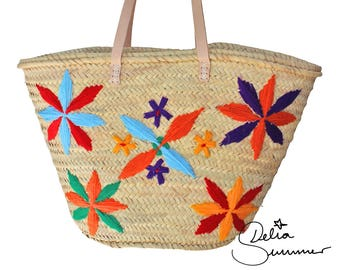 Beach basket bag with embroidery
