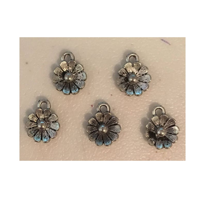 Flower daisy CHARM 5 charm antique pewter  5 charms per image 0