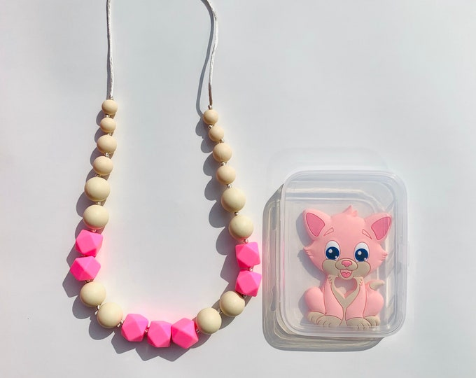 SillyMunk™ Pink Cat and Necklace Teething Set