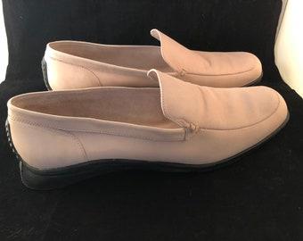 c1c3ee98285 Vintage BCBG Maxazaria Soft Pale Pink Women s Loafers 10 41