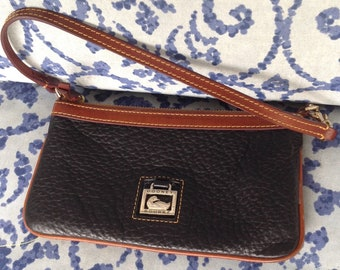 REDUCED! Vintage Dooney bourke black brown pebbled all weather leather wristlet