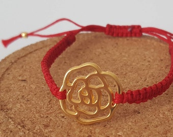 Macrame bracelet with rose wireframe pendant