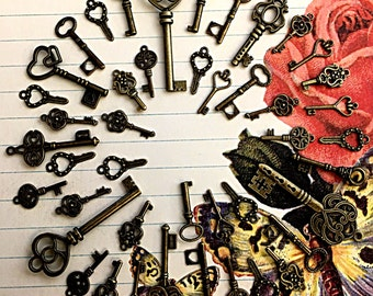 40 Steampunk Skeleton Keys Brass Charms Jewelry Gothic Wedding Beads Supplies Pendant Set Collection Reproduction Vintage Antique Look Craft