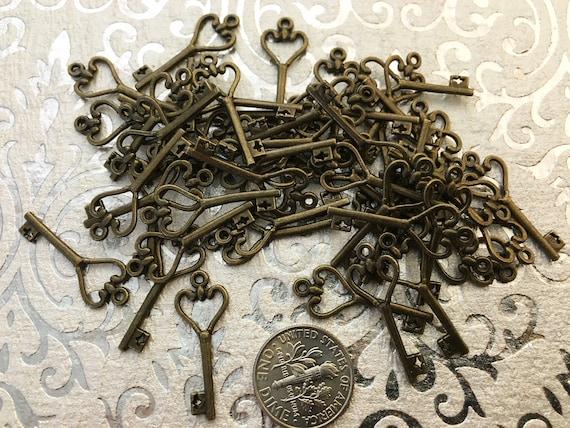25 coeur petite breloque clé Bracelet clefs Steampunk porte clés bijoux Vintage Escort cartes perles fournitures pendentif Antique bague de mariage