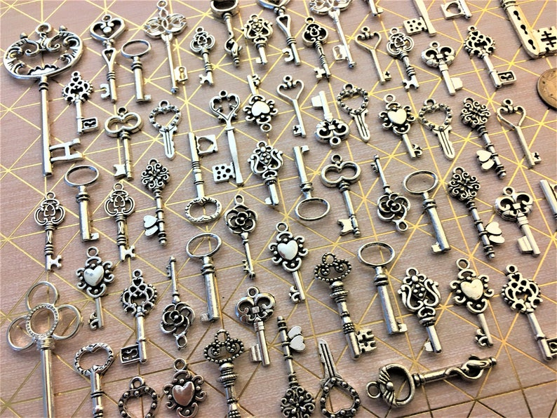 Keys of Song Replica Mixed Colors Ornate Steampunk Skeleton Bulk Wind Chimes Steampunk Wedding Bead Supplies Pendant Craft Invitation Ring