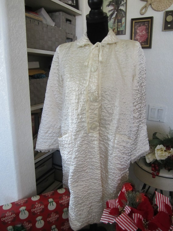 SAYBURY - Vintage 1940's Ivory Nylon Quilted Short