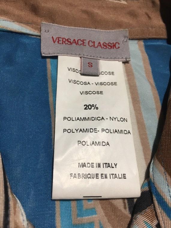 ... 90   s GIANNI VERSACE entier chemise à manches bleu courtes impression  boutons bleu manches Made b35fe6207b4