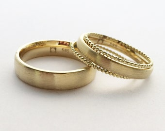 Wedding rings in 585 yellow gold with two beads