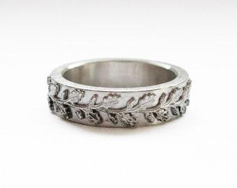 Ring with leaf vine