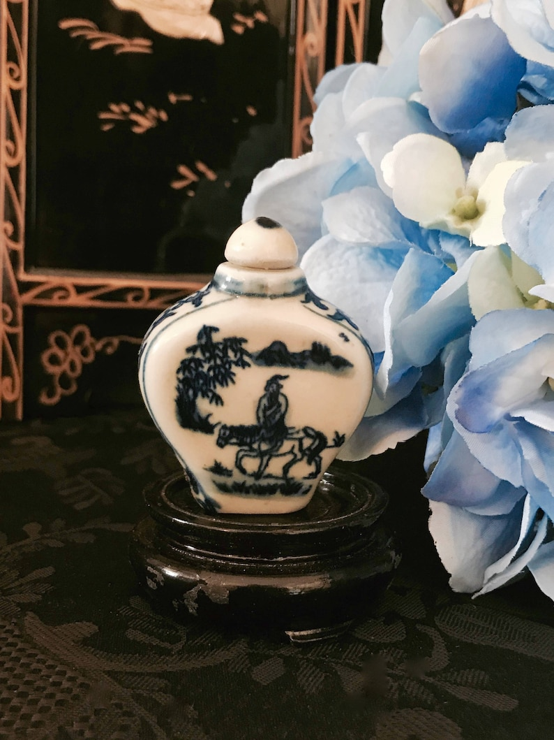Chinese collectible Hand drawn Blue And White Porcelain Flower snuff Bottle big