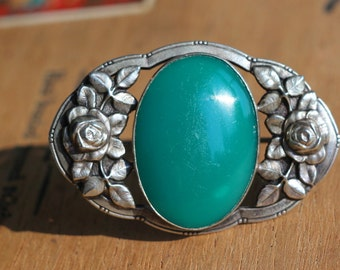 1900s vintage: art nouveau brooch with big emerald green cabochon