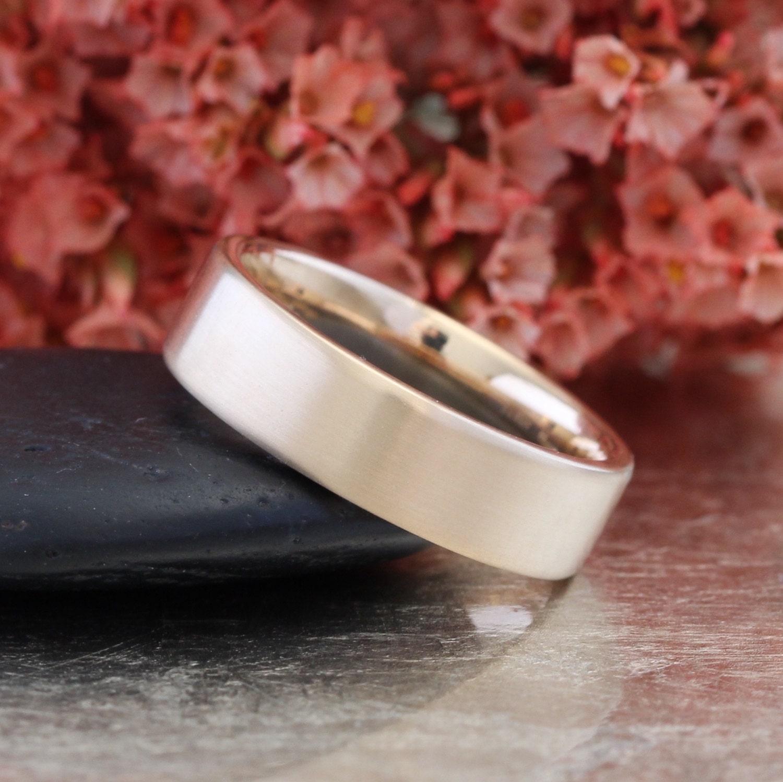 Матовые обручальные кольца фото