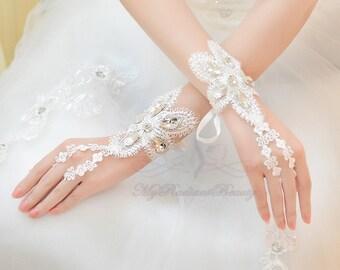 Bridal Gloves, Short Gloves, French Lace Gloves, Fashion Bridal Lace Short Gloves, Wedding Gloves, Wedding Accessory BG0024