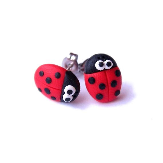 Red Linda Divertida Ladybug Ladybird Pendientes con Pasador Niños Niñas Cumpleaños Regalos Joyería