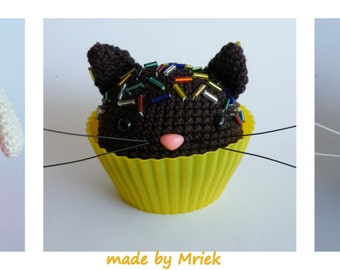 Dutch crochet pattern: cupcake dog, cat and mouse