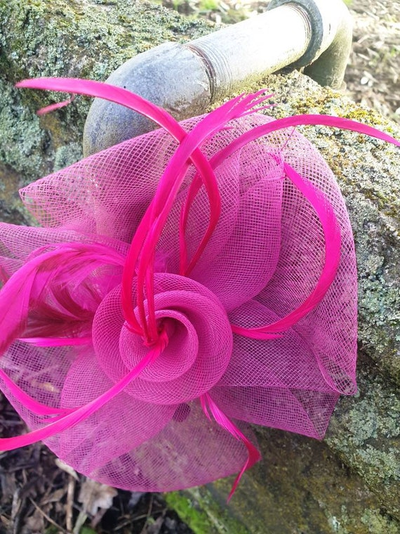 Pink fascinator in the pink hat for the races wedd