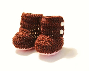 PDF Pattern. Brown crochet booties for baby. Sizes: 0-3, 3-6, 6-9 months. Baby shoes. Baby booties.