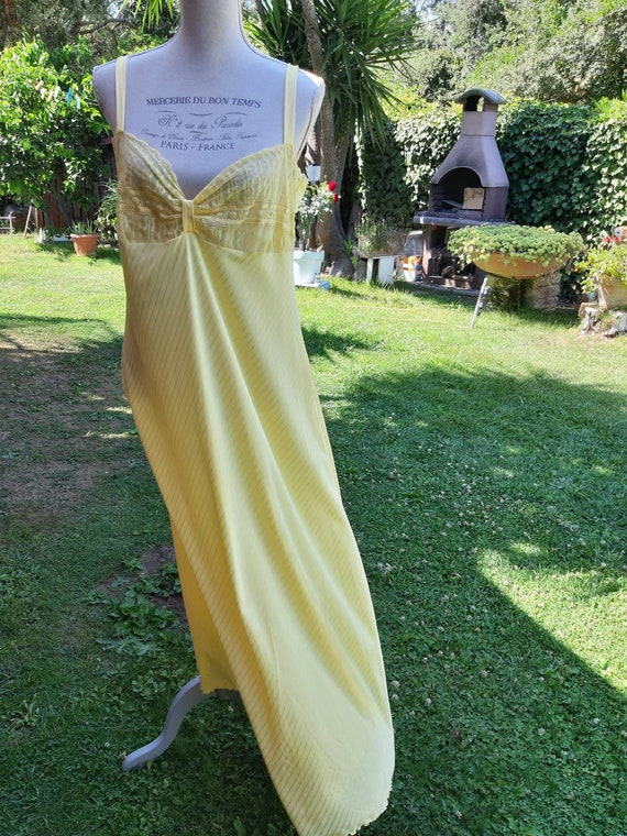 Yellow nightgown shabby chic vintage 70s night yel
