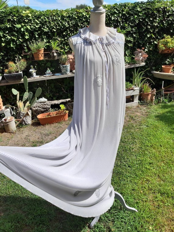 Vintage nightgown 70s soft grey pleated gray night