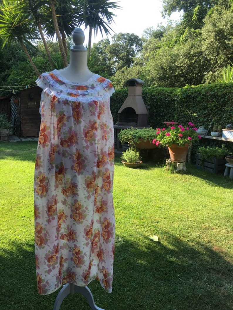 Coordinated dressing gown and nightgown shabby chic vintage flowers orange green white lace bride wedding perfect chic 50s wonderful