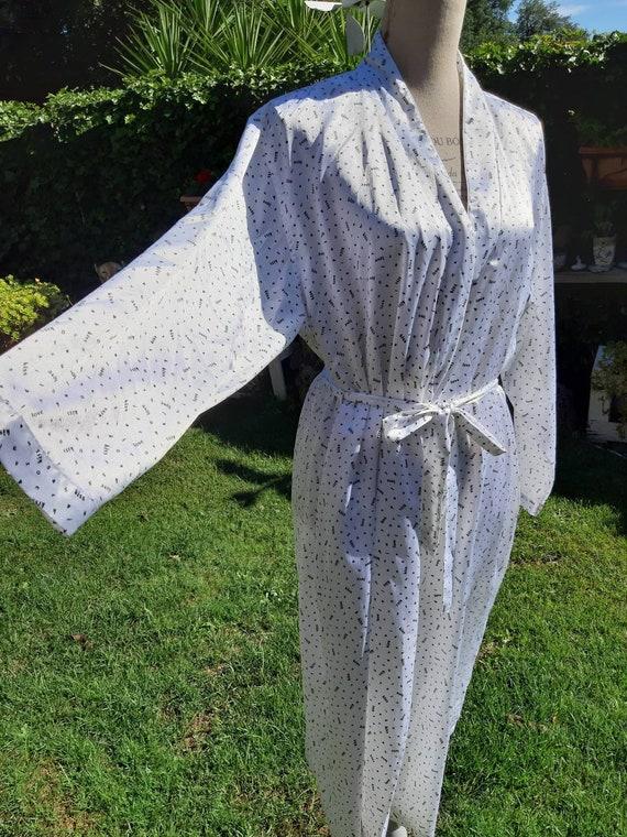 Vintage dressing gown 80s kimono style black white