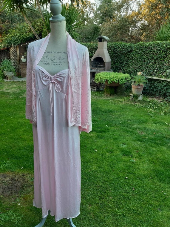 Coordinated nightgown and dressing-gown shabby chi