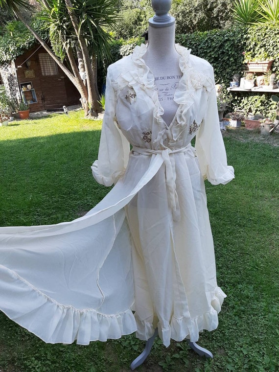 Coordinated peignoir dressing gown and vintage nig