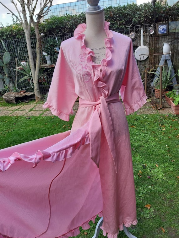 Pink dressing gown 70s Hollywood diva vintage ruff
