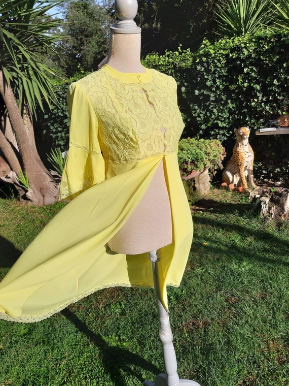 Vintage dressing gown yellow chic shabby chic dres
