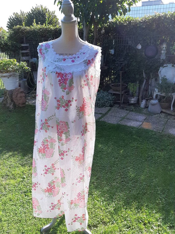 Vintage country style nightgown flowers bride roma
