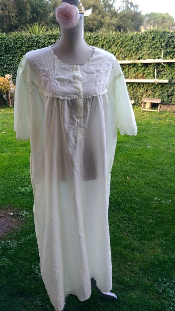 Vintage cotton nightgown 100% pale yellow mom woma