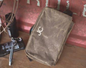 Personalized Groomsmen Dopp Kit, Groomsmen Toiletry Bag Dopp Kit Monogrammed, Groomsmen Gift, Gift for Groomsmen cb002