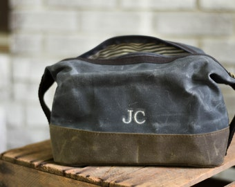 Personalized Groomsmen Dopp Kit, Groomsmen Toiletry Bag Dopp Kit Monogrammed, Groomsmen Gift, Gift for Groomsmen cb001