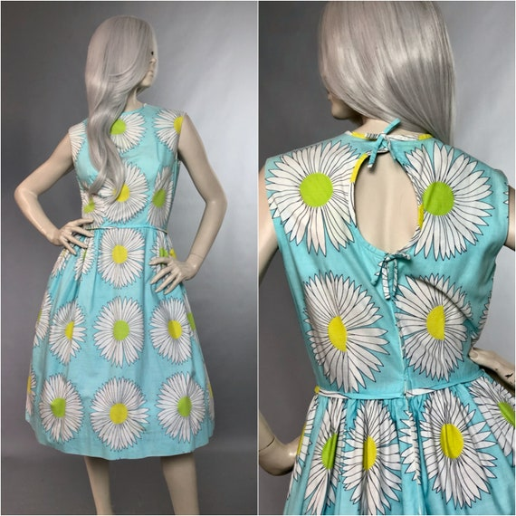 California | 1960s Baby Blue Daisy Print Summer Dr