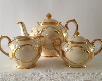 Beautiful Sadler Opalescent Teapot, Creamer & Sugar Tea Set