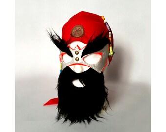 Maske mit schwarzem Bart