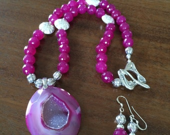 Bright pink druzy agate and jade necklace and earrings set