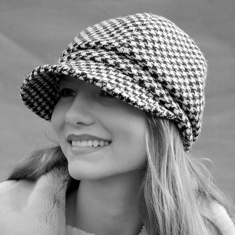 0af49749f Harris Tweed newsboy cap for women in black and cream hounds-tooth check,  Pure wool winter cap, lined in linen and a soft cotton inside band