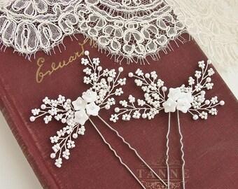White Flower Hair Pins, Baby's Breath Bridal Hair Pins, Rustic Wedding Hair Accessory, Wedding Bridal Hairpiece, Beaded Pearl Hair Vine Pins