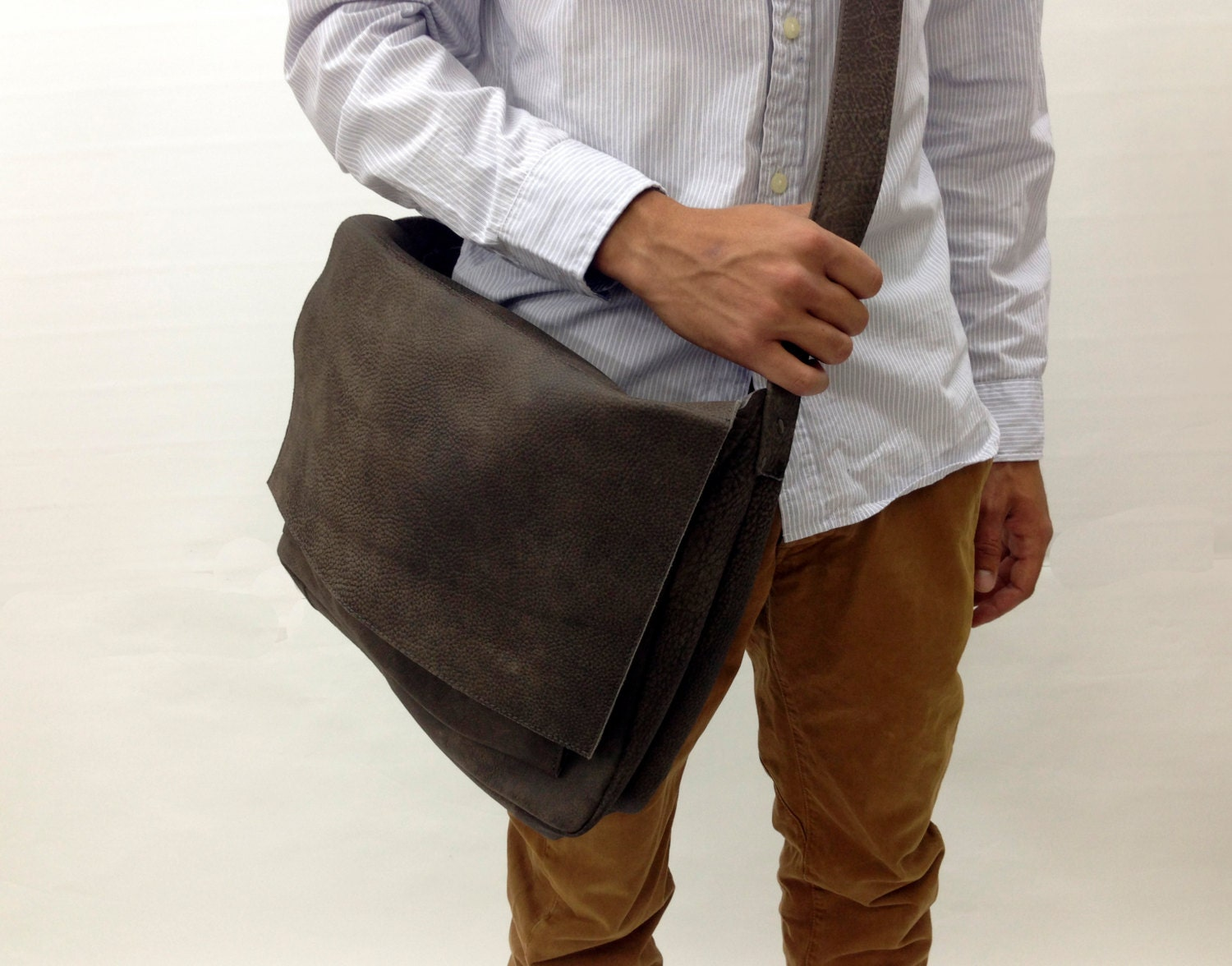 8f610be4e1f7 Soft Distressed Leather Messenger Bag Mens leather Laptop