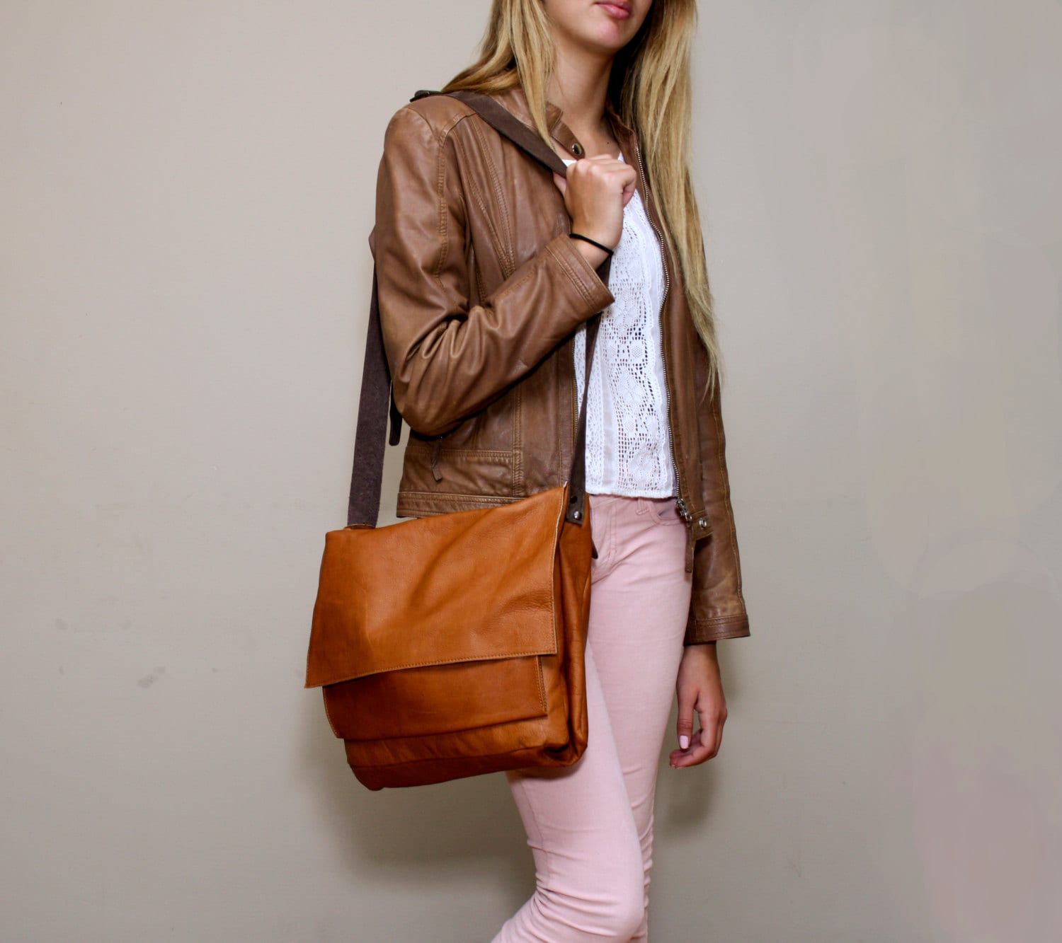 a88b87ff9a Sale Women s brown leather messenger bag Soft Brown