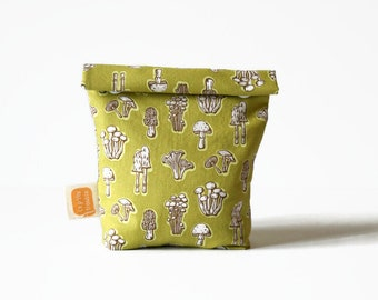Reusable snack bag or sandwich bag, eco-friendly bag in Doggy bag format, washable bag for a zero waste lunch - Mushrooms in green