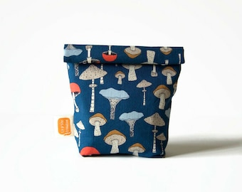 snack bag or sandwich bag , reusable bag in Doggy bag size, washable bag for a zero waste lunch - Mushrooms