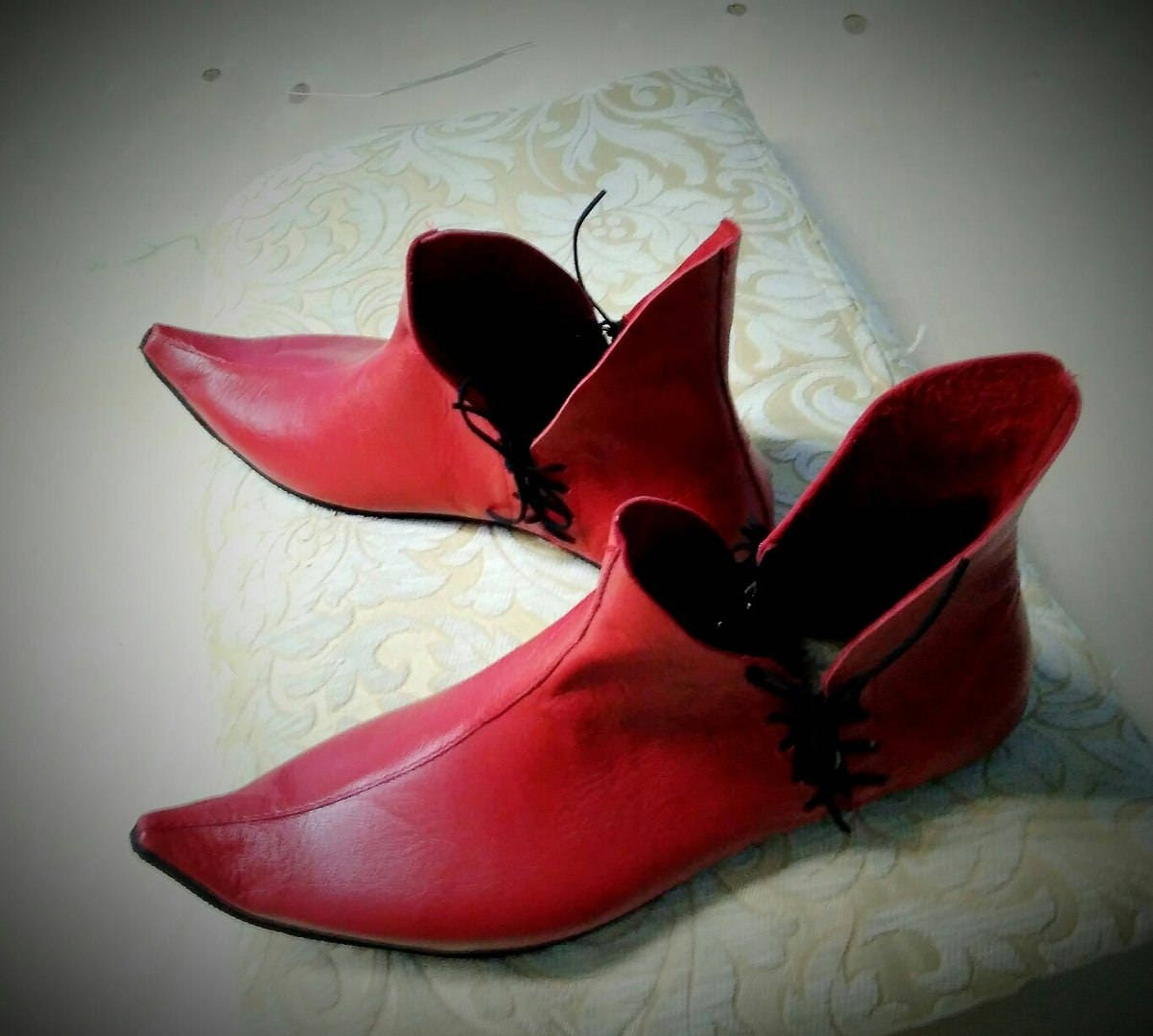 Poulaine stylized shoes / made period to order medieval history period made look leather shoes / crakow pointed nose shoes 8c755f