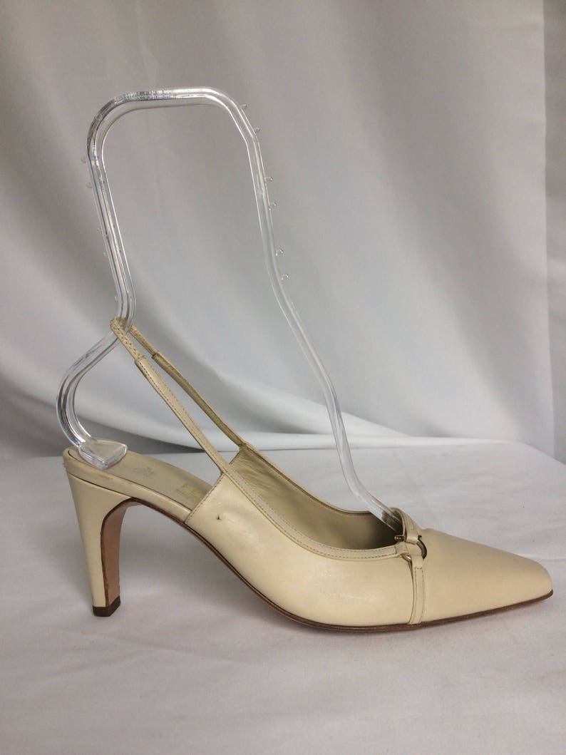 c169646549a Vintage Cream Salvatore Ferragamo Woman Slingback Pumps