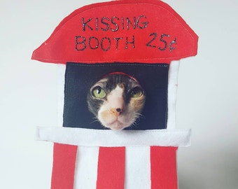 Kissing Booth costume for cats or small pets